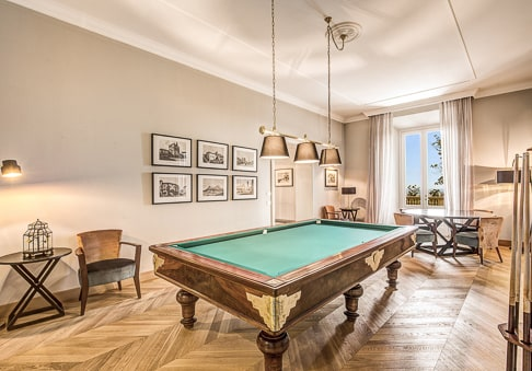 Villa Mussio - the game room with billiard table